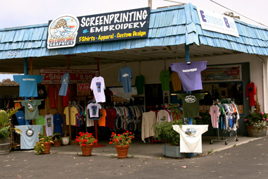 photo of the storefront of Estero Bay Graphics Screenprinting and Embroidery